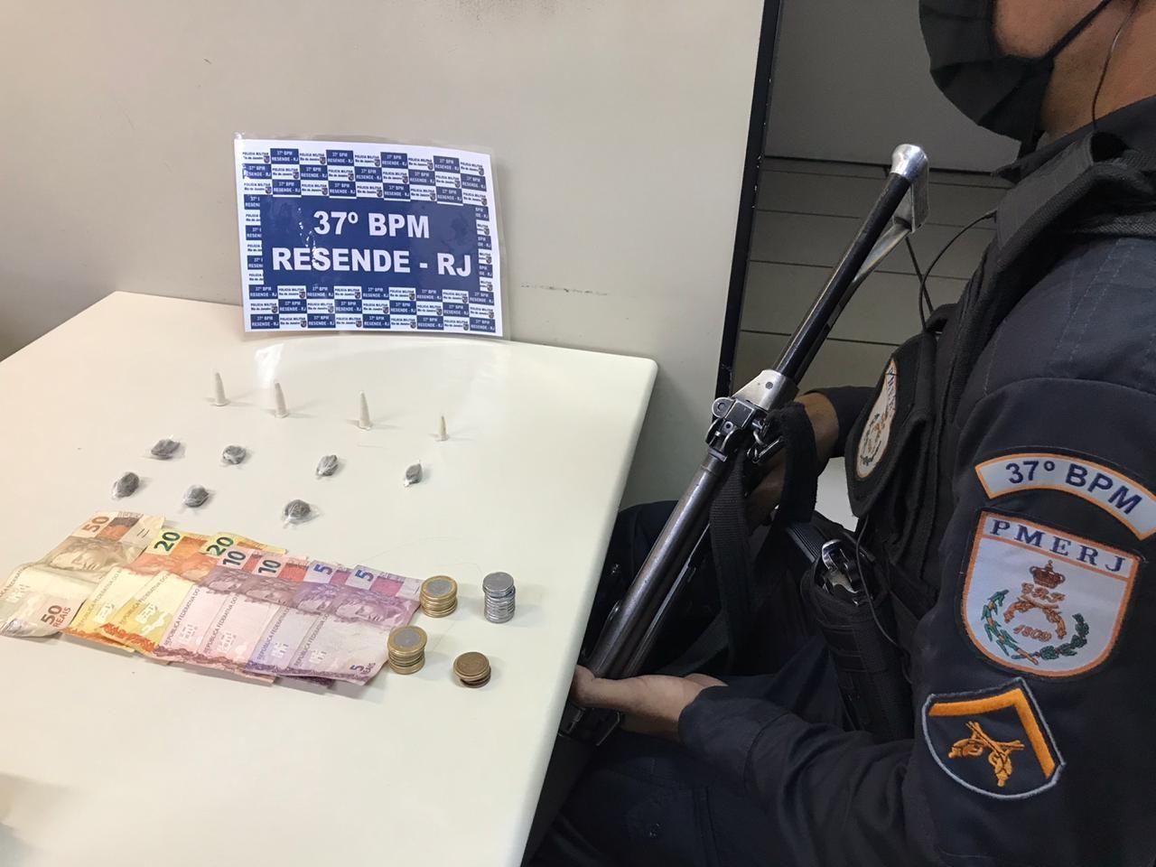 Após denúncia, adolescente é flagrado com maconha, cocaína e dinheiro em Porto Real