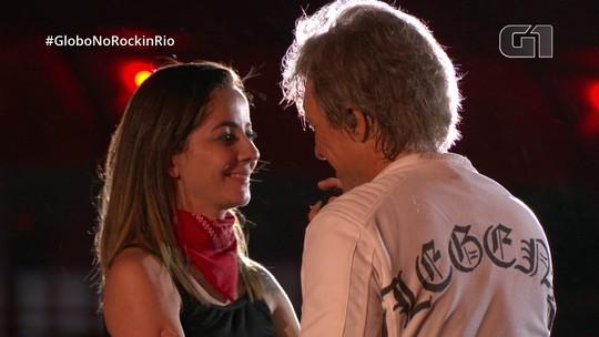Bon Jovi beija fã na boca, dá 'tapinha' e compensa voz em declínio com carisma no Rock in Rio