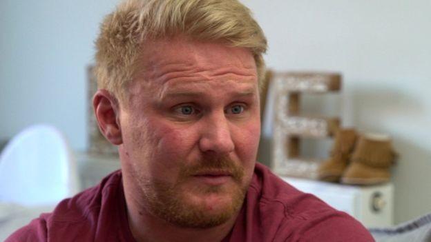 Iain conta que avatares - em tese, voltados para crianças - realizam atos sexuais (Foto: BBC)