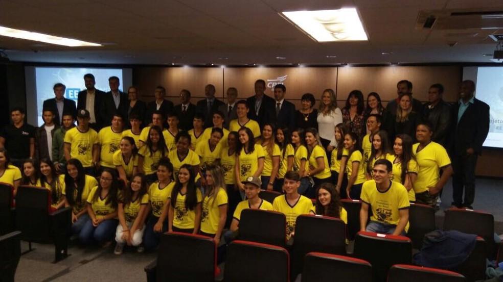 Estudantes da escola de Taquarituba visitaram CPFL em Campinas (Foto: Arquivo Pessoal/Neusa Martins)