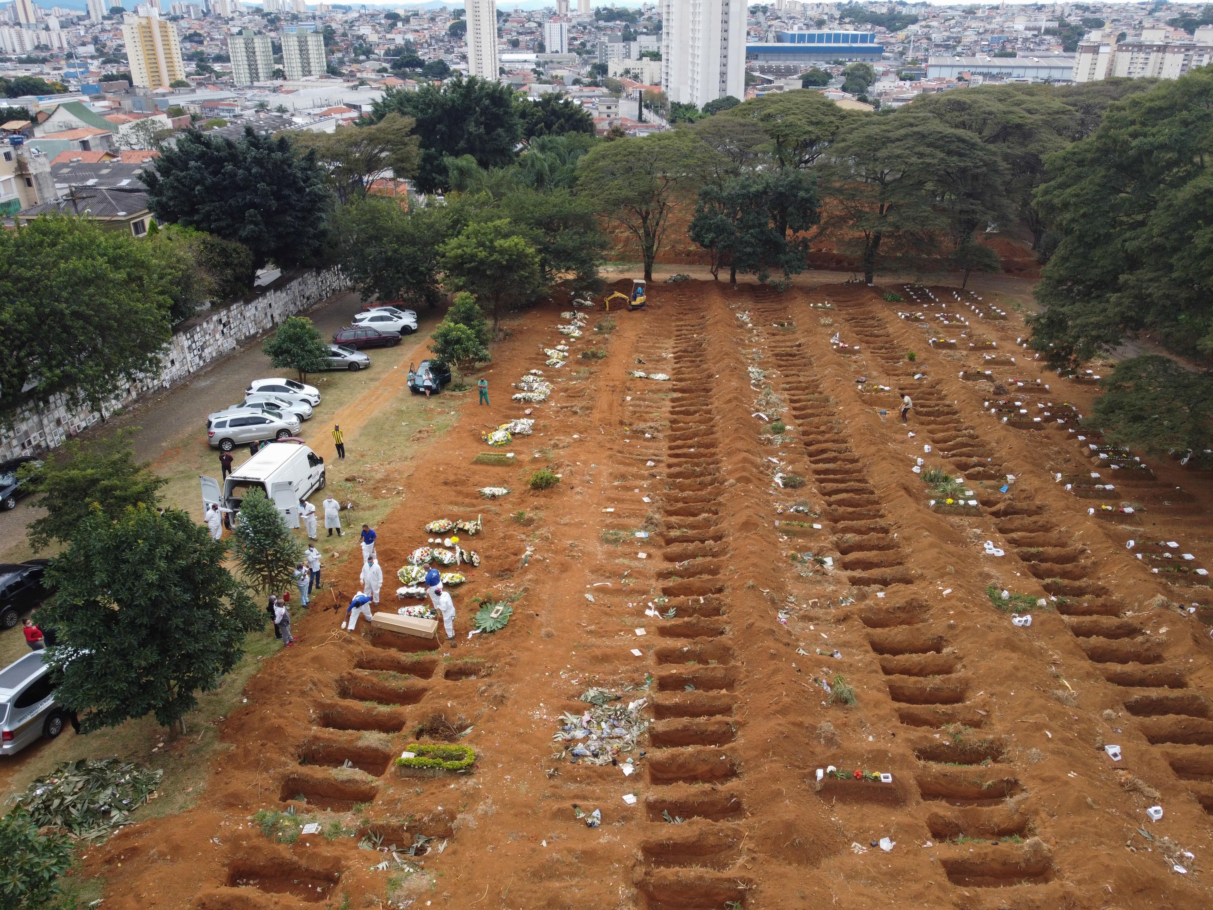 Brasil terá mais de 125 mil mortes por Covid-19 até o começo de agosto, de acordo com projeção de universidade dos EUA