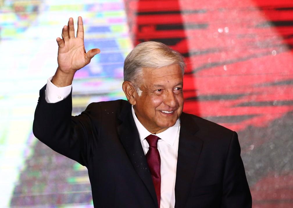 López Obrador saúda apoiadores em discurso após vencer a eleição no México (Foto: Edgard Garrido/Reuters)