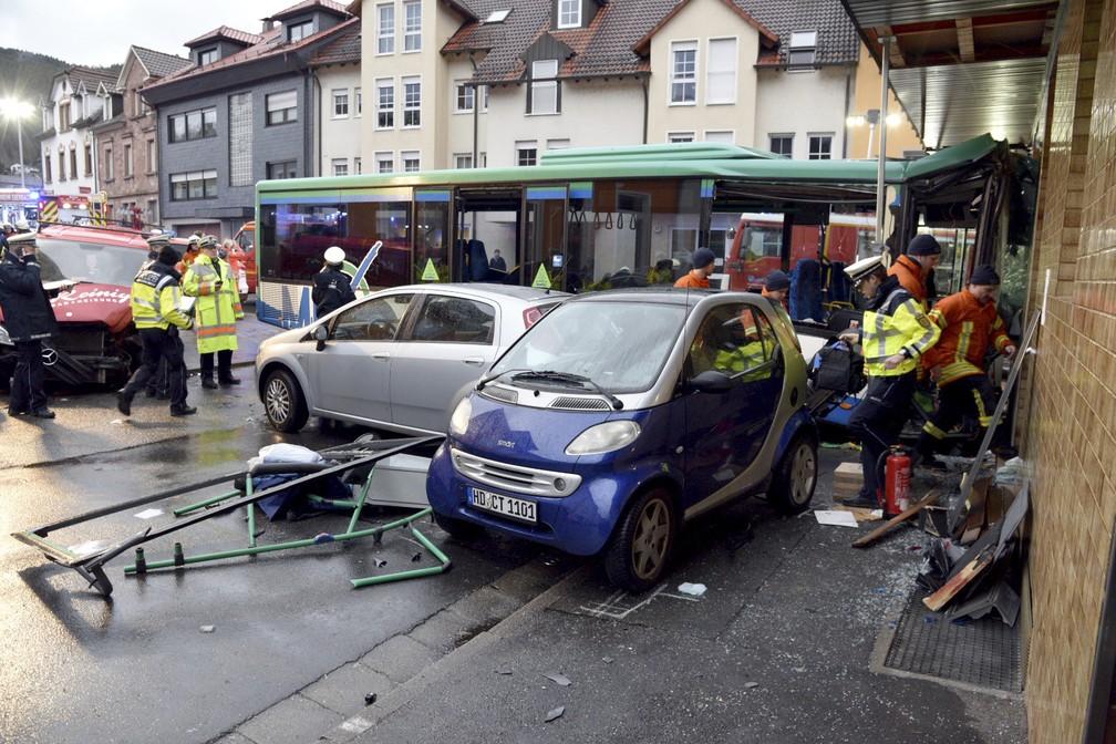 Alemanha: 21 crianças feridas após acidente com autocarro escolar