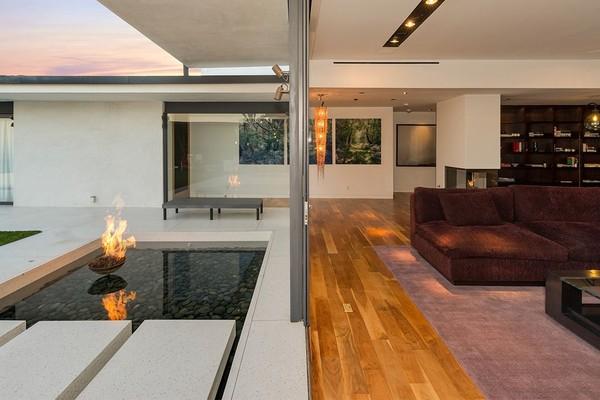 A mansão vendida pelo ator Matthew Perry por mais de 40 milhões de reais (Foto: Divulgação)