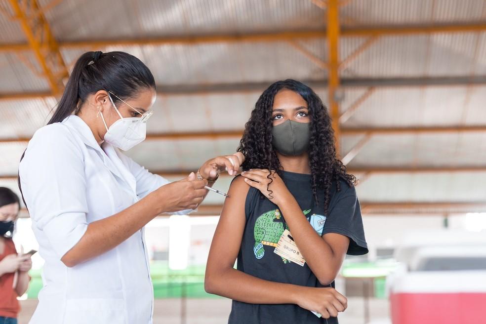 Vacinação explica índice de mortes cada vez menor, segundo especialistas — Foto: Elvis Edson
