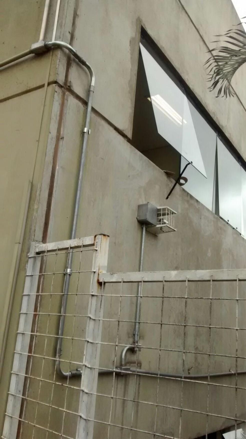 Invasores entraram na unidade pela janela da cozinha, segundo a GCM (Foto: Guarda Civil Municipal/Divulgação)