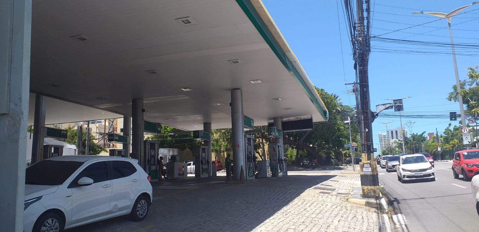 Preço do litro da gasolina é encontrado a até R$ 7,29 em 10 postos de combustíveis pesquisados em Fortaleza