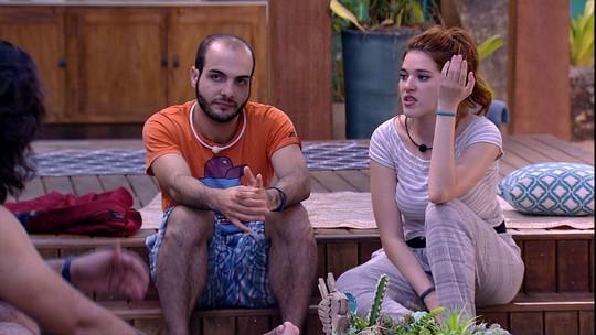 Gleici e Mahmoud fazem contas para descobrir quantos votos cada um levou