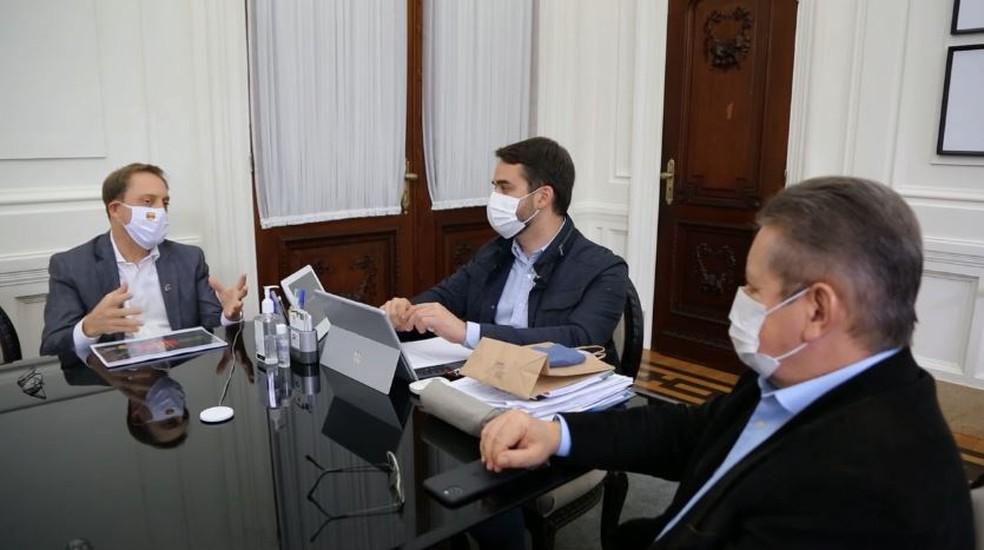 Eduardo Leite recebeu o presidente da Federação Gaúcha, Luciano Hocsman, nesta semana — Foto: Reprodução / Governo RS