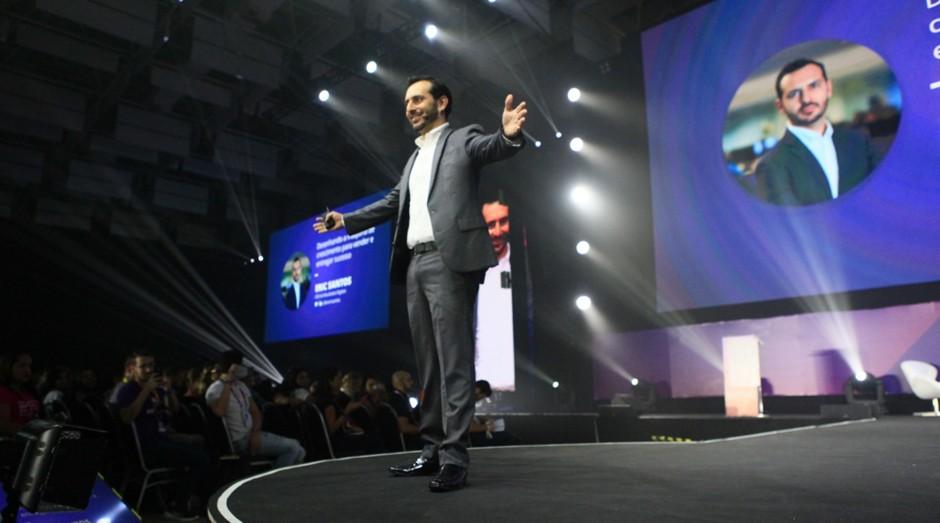 Eric Santos, cofundador da Resultados Digitais, se apresenta no RD Summit (Foto: Divulgação)