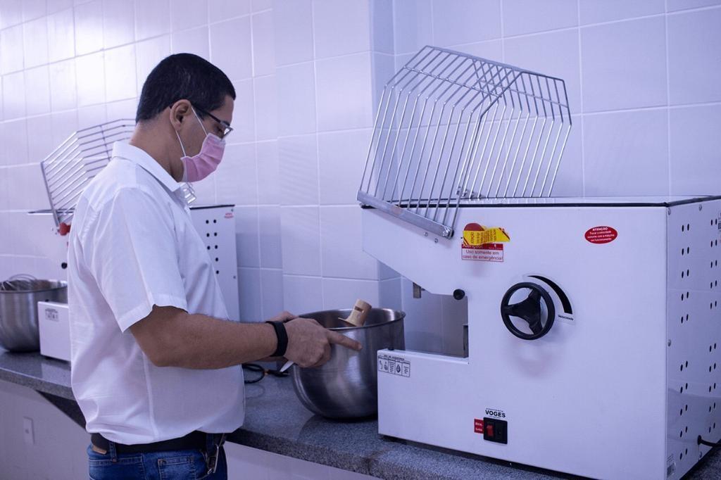 Feira de Santana autoriza retorno de atividades práticas em laboratórios de faculdades particulares; veja detalhes