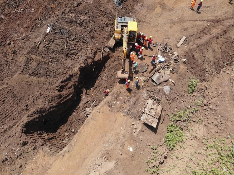 Corpo foi encontrado em Brumadinho quase 9 meses após rompimento de barragem da Vale — Foto: Corpo de Bombeiros/Divulgação