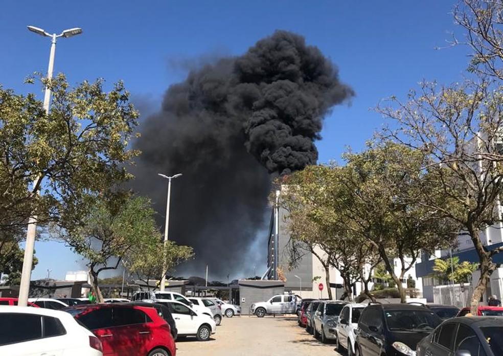 Incêndio no Hospital Santa Luzia, em Brasília, provocou muita fumaça — Foto: Arquivo pessoal