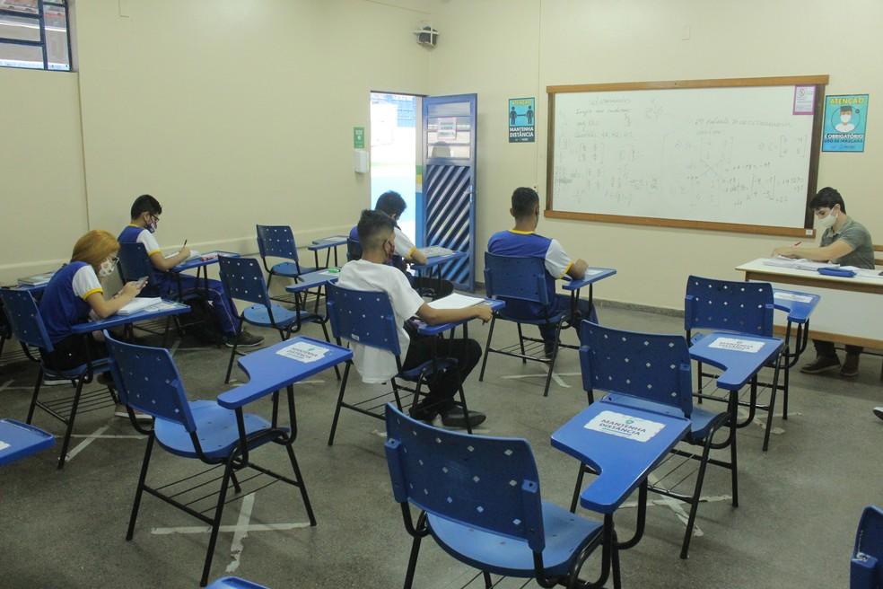 """No retorno, alunos e professores precisam se adaptar ao """"novo normal"""".  — Foto: Matheus Castro/G1 AM"""