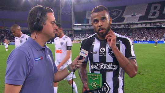 Alex Santana agradece prêmio de Craque do Jogo e valoriza vitória em semana conturbada no Botafogo