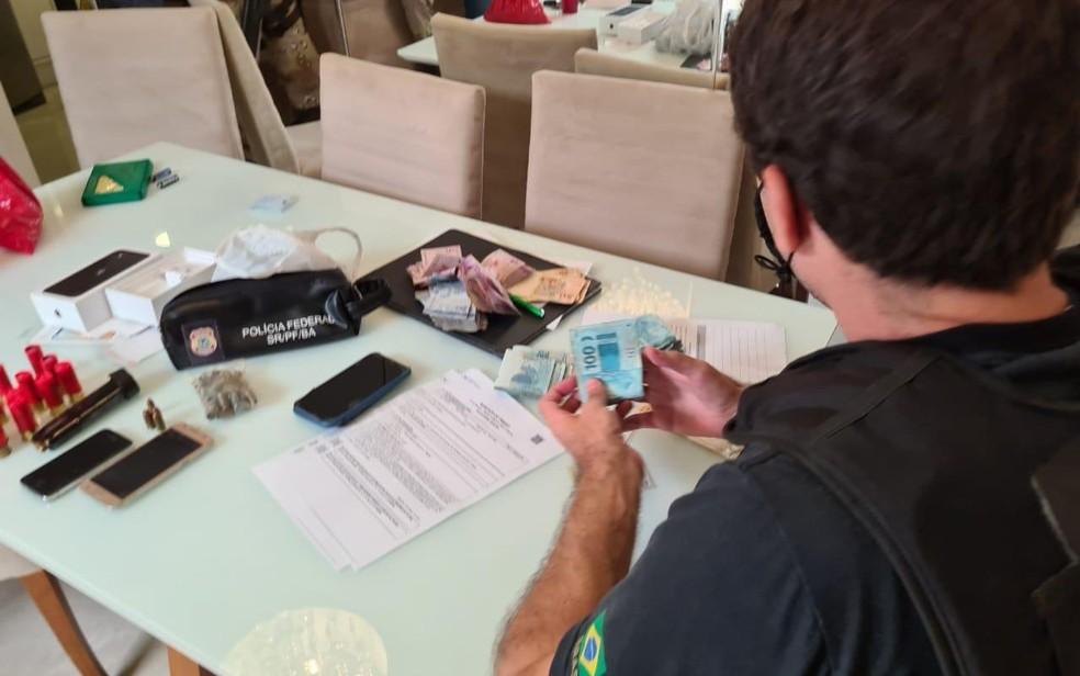 Três pessoas são presas na Bahia em operação de combate ao tráfico internacional de drogas. — Foto: Divulgação / Polícia Federal