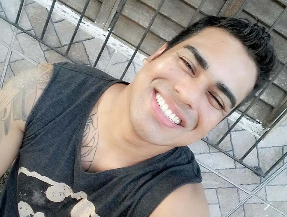 -  Eliab Henrique Raposo foi morto a tiros ao lado da esposa dentro de carro, em Macapá  Foto: Reprodução/Facebook