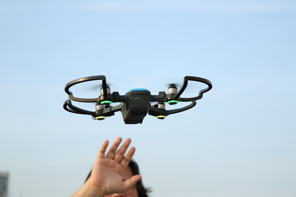O mini drone DJI Spark é controlado por gestos e tem preço, em dólar, mais em conta que GoPro Karma (Foto: João Gabriel Balbi/TechTudo)
