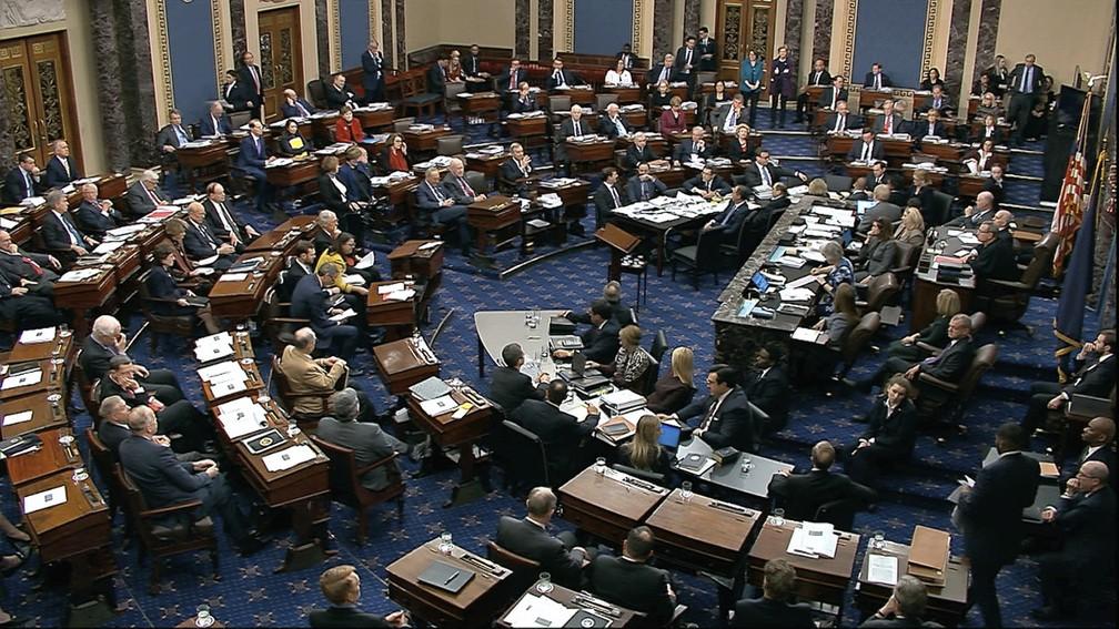 Senado americano concluiu na madrugada desta quarta-feira (22) o 1º dia de debates no julgamento de impeachment do presidente Donald Trump — Foto: Senate Television via AP