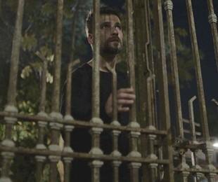 Gabriel (Bruno Gagliasso) na entrada do casarão que herdou do pai | TV Globo
