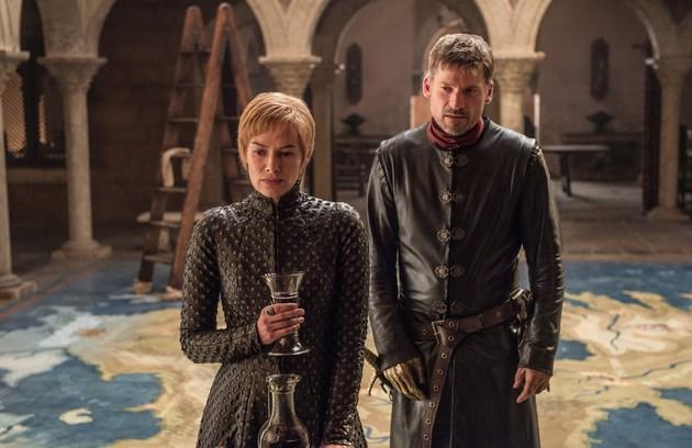 Os fãs encontraram uma pista que comprova a teoria: numa cena da sétima temporada, Cersei se posicionou sobre uma área do mapa conhecida como Gargalo de Westeros (no original, em inglês, é chamada Neck, ou seja, pescoço). Já Jamie ficou na região Dedos (Foto: HBO)