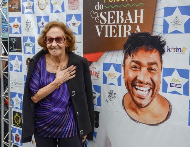 Laura Cardoso sendo homenageada (Foto: Eduardo Martins/Agnews)