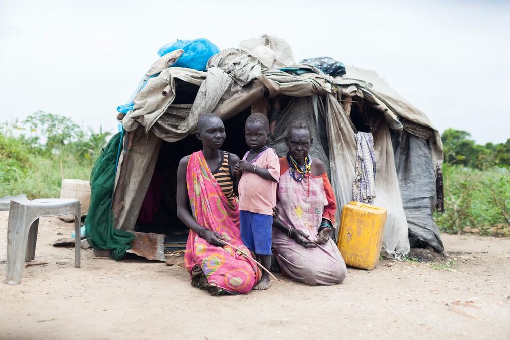 Deslocados internos do Sudão do Sul vivem em cemitério na capital Juba (Foto: Bruno Feder)