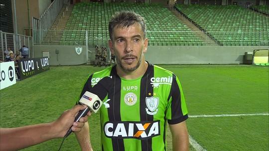 Leandro Donizete explica o que a equipe reclamou com a arbitragem no final da partida