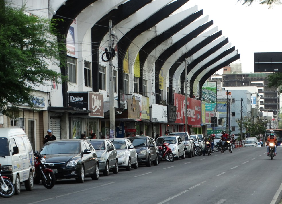 Restaurante na avenida foi penhorado — Foto: Vital Florêncio / GloboEsporte.com