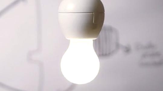 Foto: (Produto se conecta a qualquer lâmpada e as ativa via comandos de voz (Foto: Reprodução/Kickstarter))