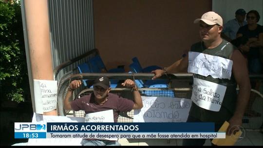 Irmãos se acorrentam em frente a hospital para exigir tratamento de mãe com diabetes, na PB