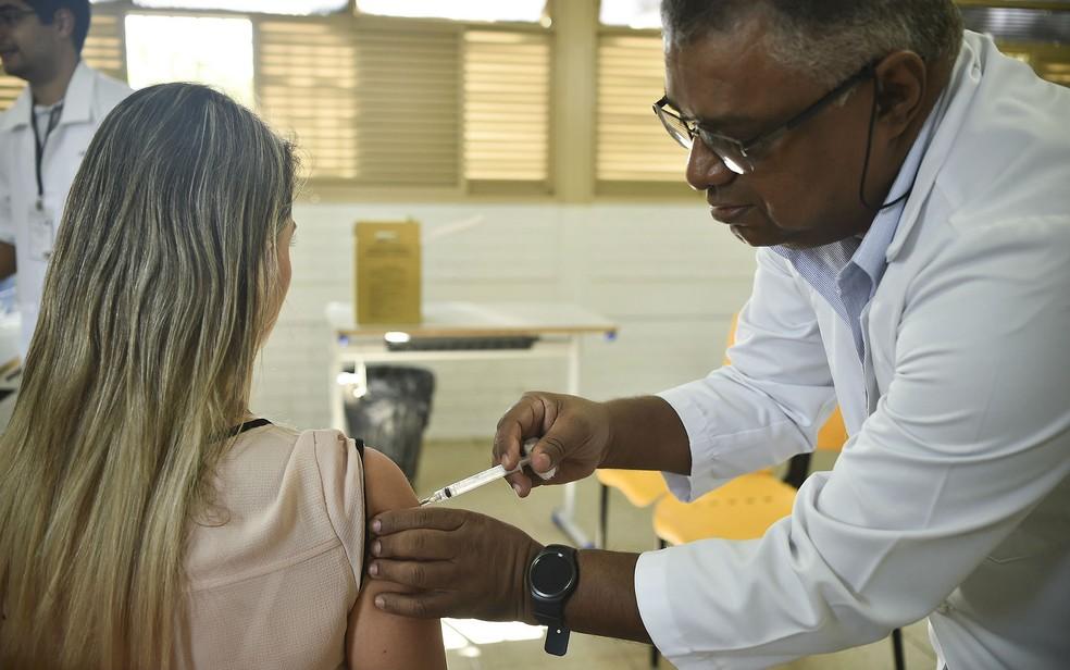 Enfermeiros estão entre as categorias que já previam a jornada diária de 12 horas por 36 de descanso (Foto: André Borges/Divulgação)