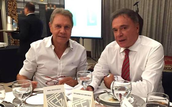 O empresário Joel Malucelli ao lado do senador Álvaro Dias (Foto: Reprodução/Facebook)