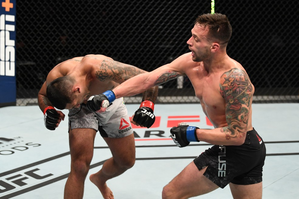 Cláudio Hannibal é golpeado por James Krause no UFC Ortega x Zumbi Coreano ? Foto: Getty Images