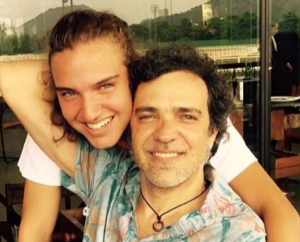 Paulinho Moska com o filho, Tom (Foto: TV Globo)