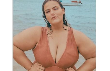 A modelo posa frequentemente em campanhas de moda praia e de lingerie Reprodução