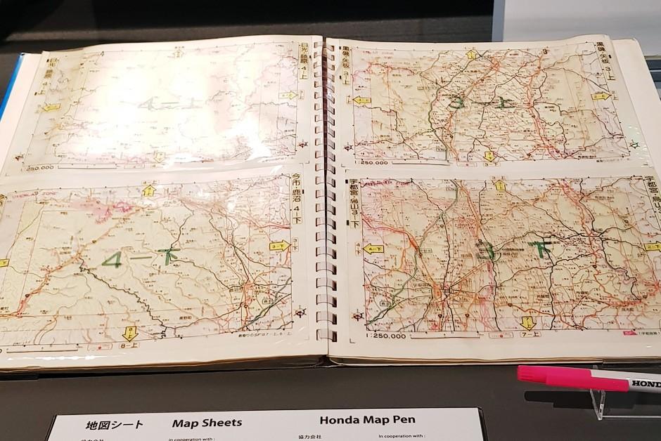 Mapa em folha de acetato permitia que se traçasse as rotas - à mão (Foto: Ulisses Cavalcante/Autoesporte)
