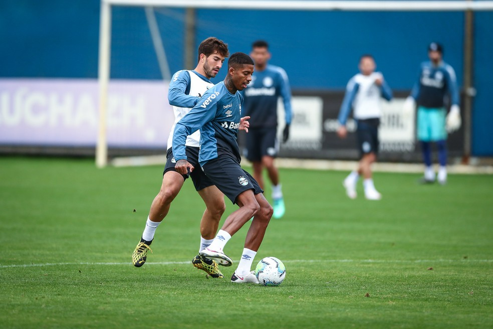 Jean Pyerre, em ação no treino do Grêmio — Foto: Lucas Uebel/Divulgação Grêmio