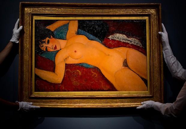 """A pintura """"Nu couche"""", do pintor italiano Amedeo Modigliani, vai a leilão na Christie's, em Nova York. A estimativa é que a pintura seja venda por US$ 100 milhões (Foto: Ben Pruchnie/Getty Images)"""