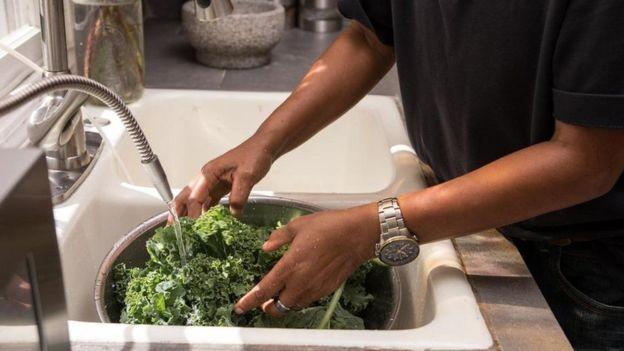 Os nitratos presentes em folhas verdes oferecem vários benefícios para a saúde (Foto: Getty Images via BBC News)