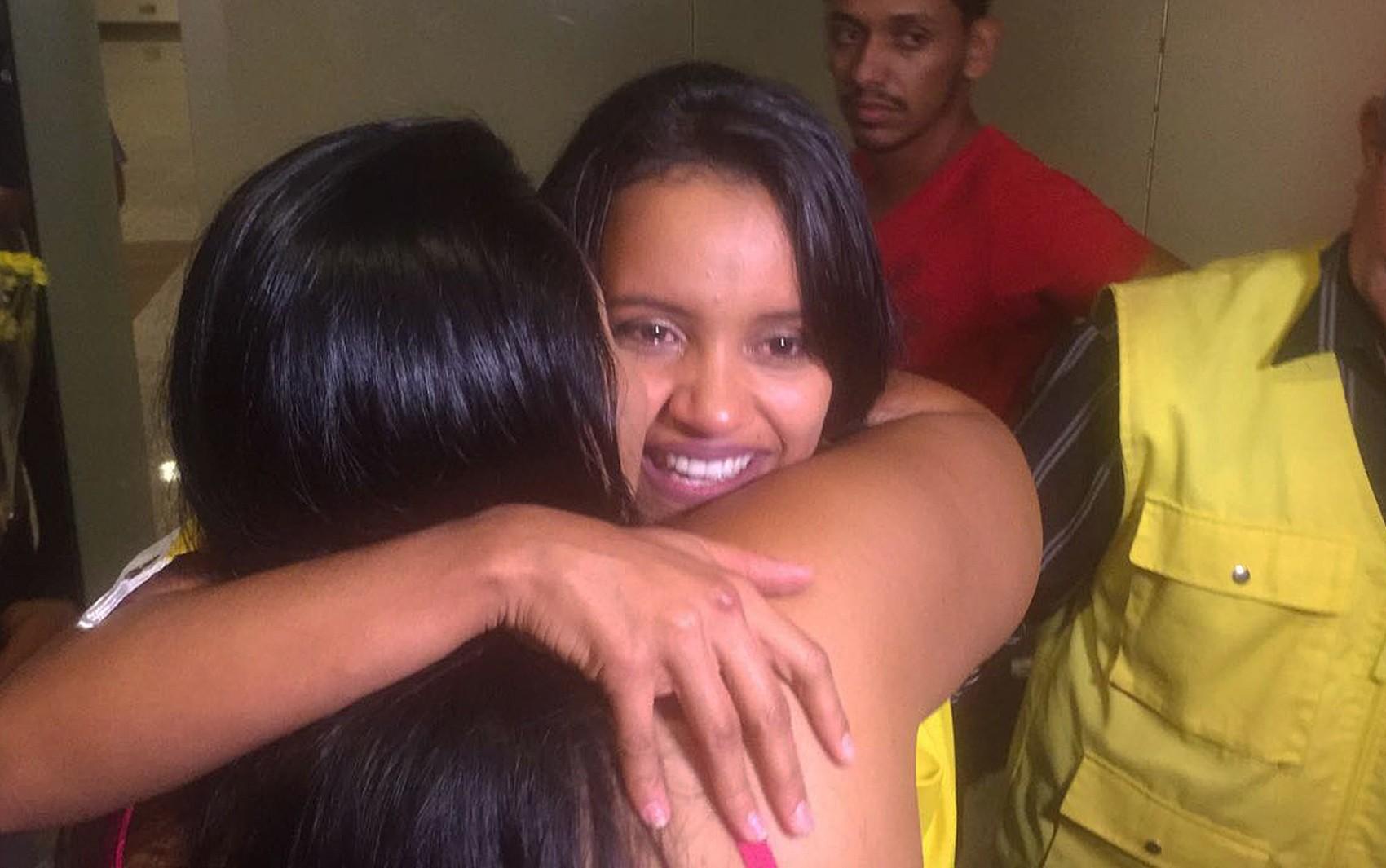 Campeã do 'BBB 18', Gleici chega a Rio Branco e é recebida por fãs