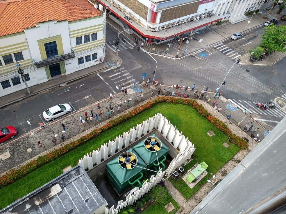 Receita Federal de Teresina teve filas e polícia militar foi acionada.  — Foto: Audimar Alves/Arquivo Pessoal