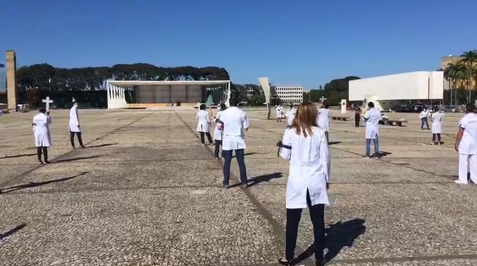 Enfermeiros fazem ato no DF para reforçar necessidade de isolamento social — Foto: Arquivo pessoal