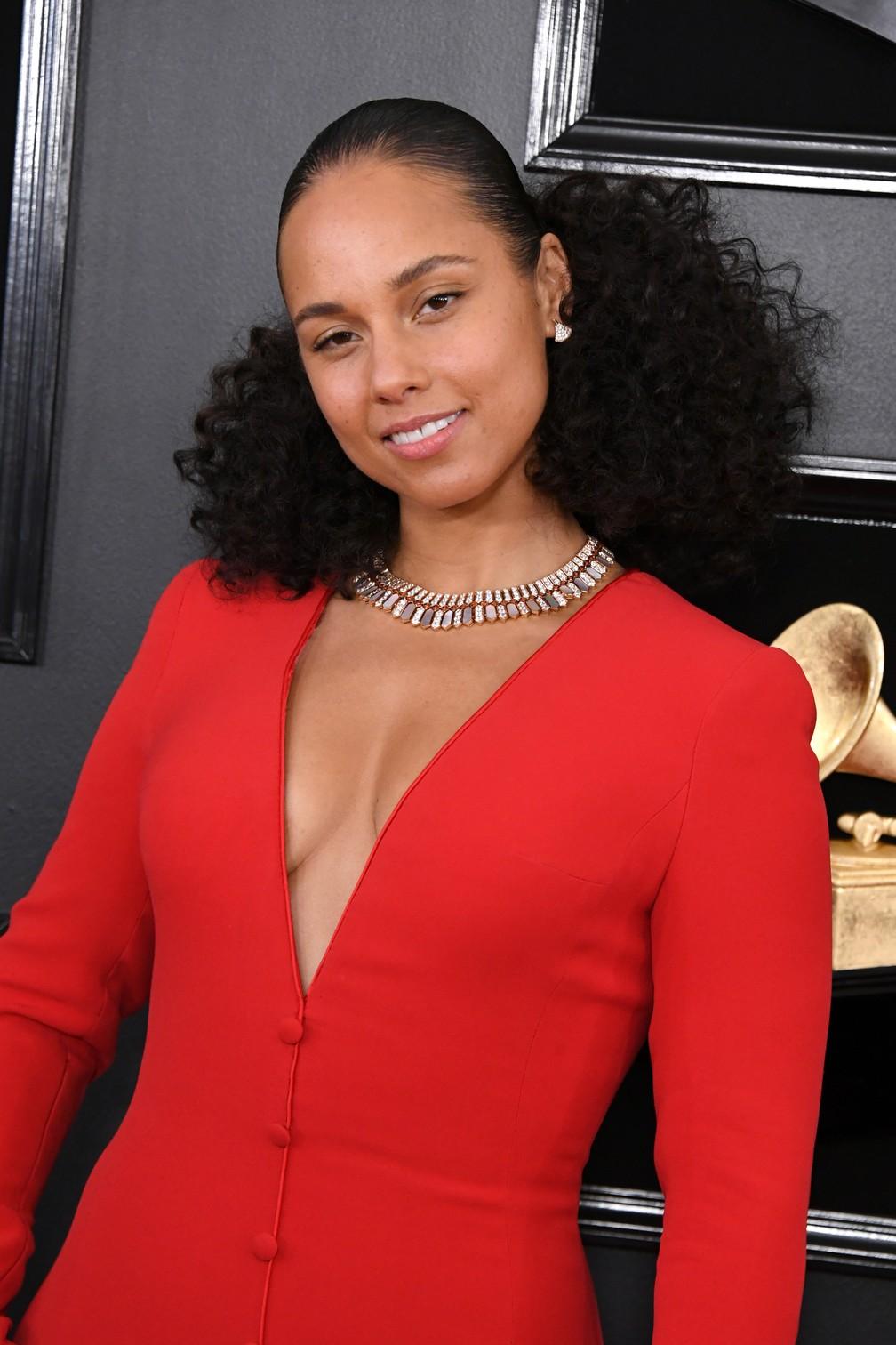 A cantora Alicia Keys, apresentadora da 61º edição do Grammy, chega para a premiação, em Los Angeles — Foto: Jon Kopaloff / GETTY IMAGES / AFP