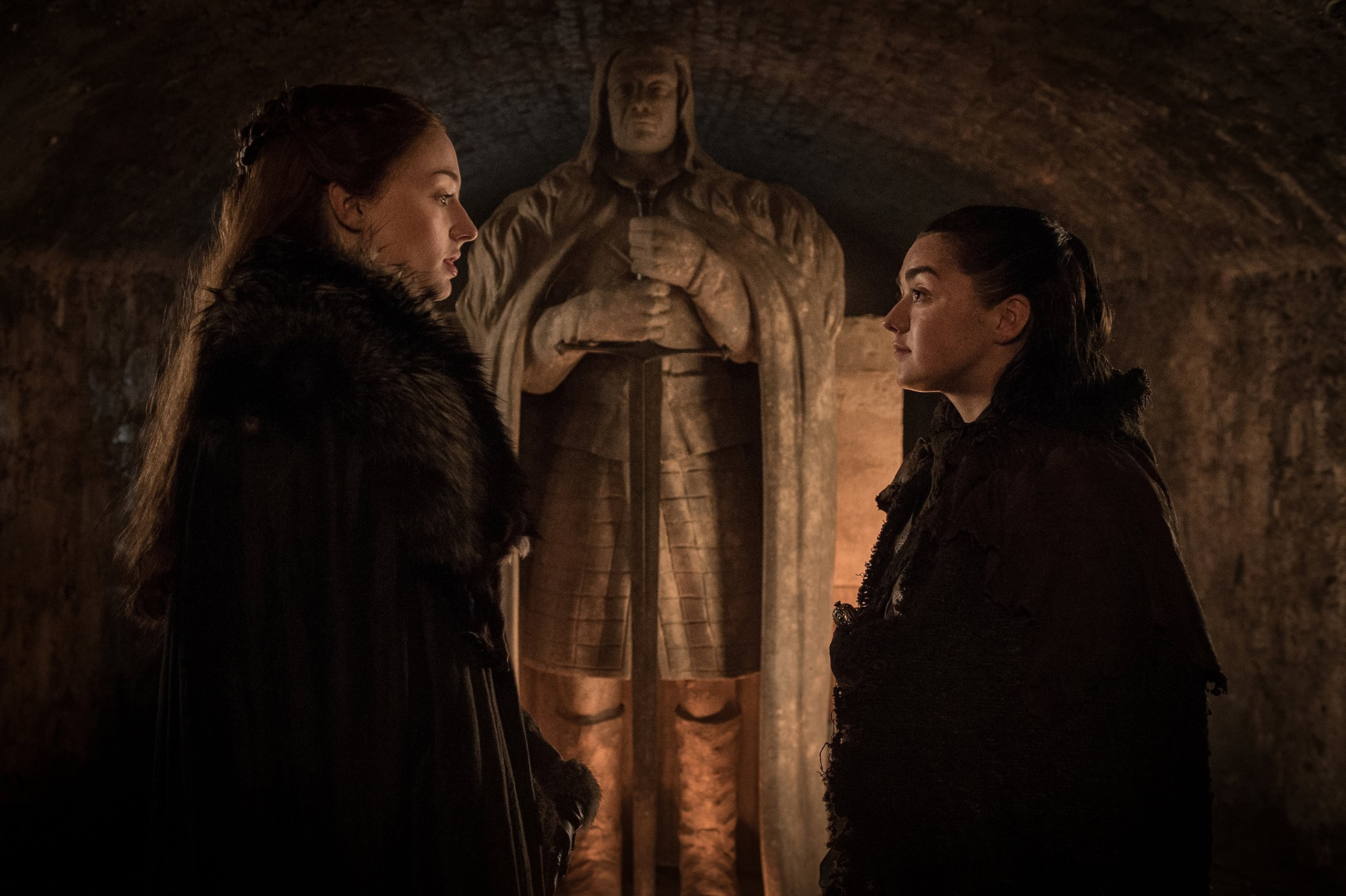 Sophie Turner e Maisie Williams em cena de Game of Thrones (Foto: Divulgação)
