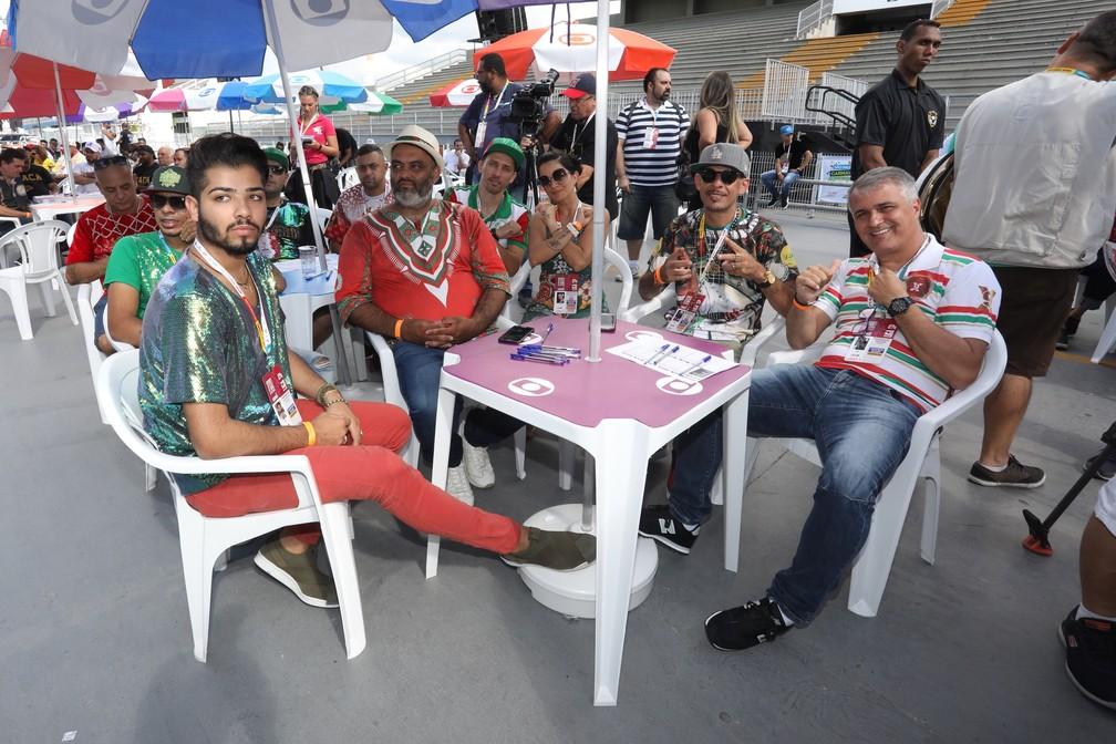 Integrantes da X-9 Paulistana acompanham apuração das notas do carnaval de São Paulo — Foto: Celso Tavares/G1