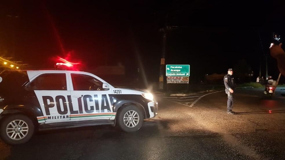 Local próximo a onde o artefato foi encontrado foi interditado pela Polícia.  — Foto: Rafaela Duarte
