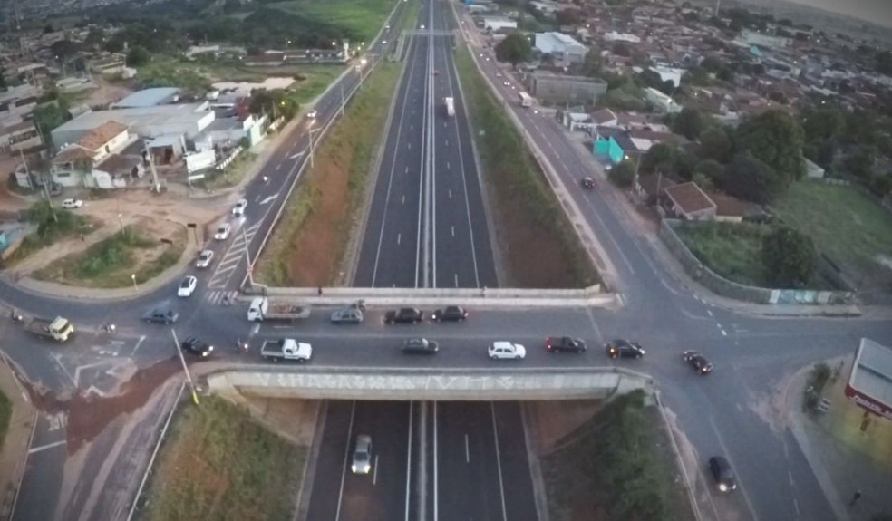 Cruzamento que liga a Vila São Paulo a outros bairros é um dos desafios enfrentados pelos motoristas (Foto: Reprodução / TV TEM )