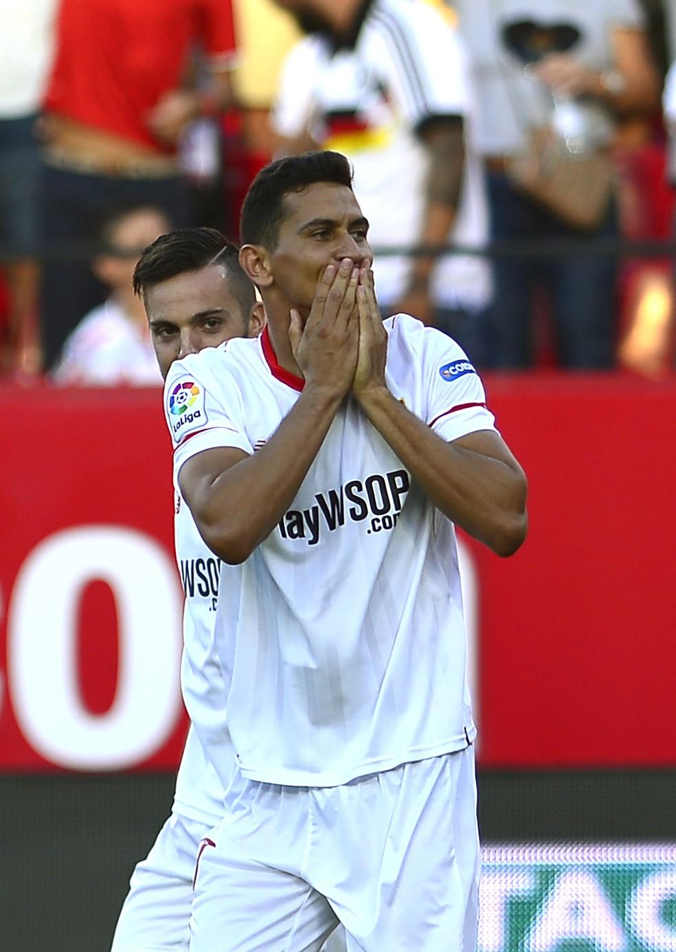Ganso comemora gol com a camisa do Sevilla sobre o Eibar (Foto: AFP)