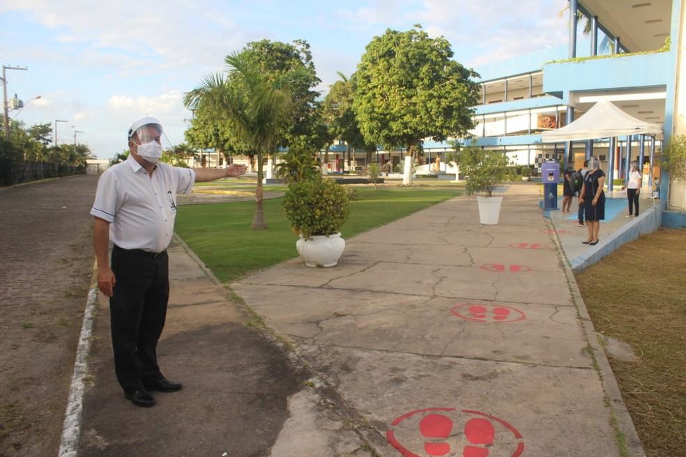 Escola fez marcações no chão para garantir o distanciamento durante a entrada — Foto: Divulgação